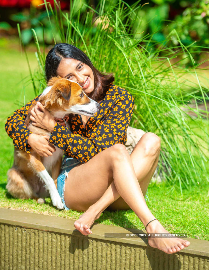 Exclusive pictures of Akansha Ranjan Kapoor with her dog Maji