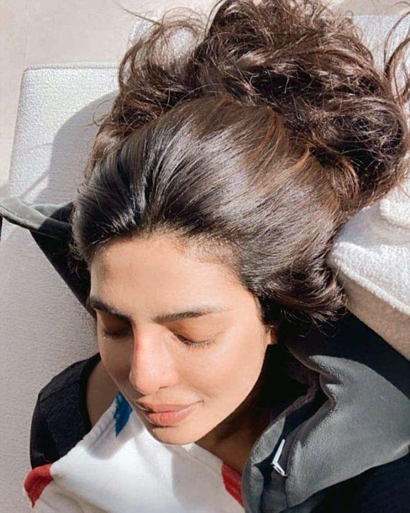 This no-makeup selfie of Priyanka Chopra is simply unmissable