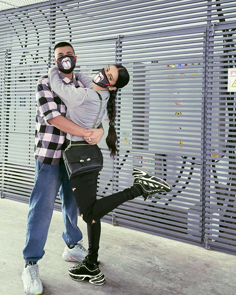 Loved-up pictures of Shruti Haasan with beau Santanu Hazarika go viral...