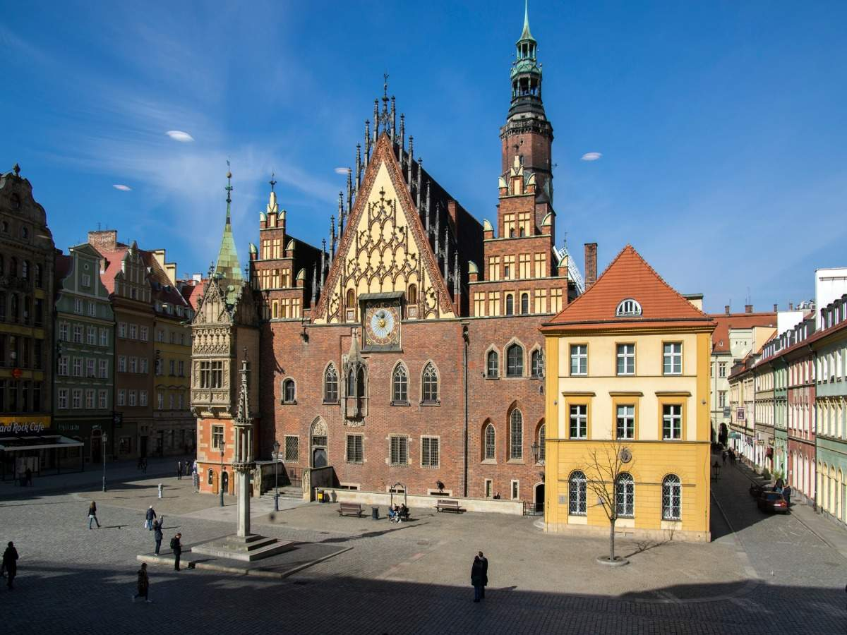 Poland will now allow vaccinated tourists to not undergo quarantine
