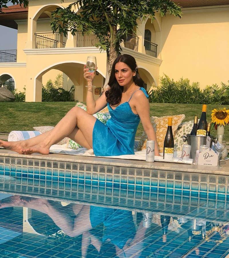 Kundali Bhagya actress Shraddha Arya ups the glam quotient with her stunning pictures