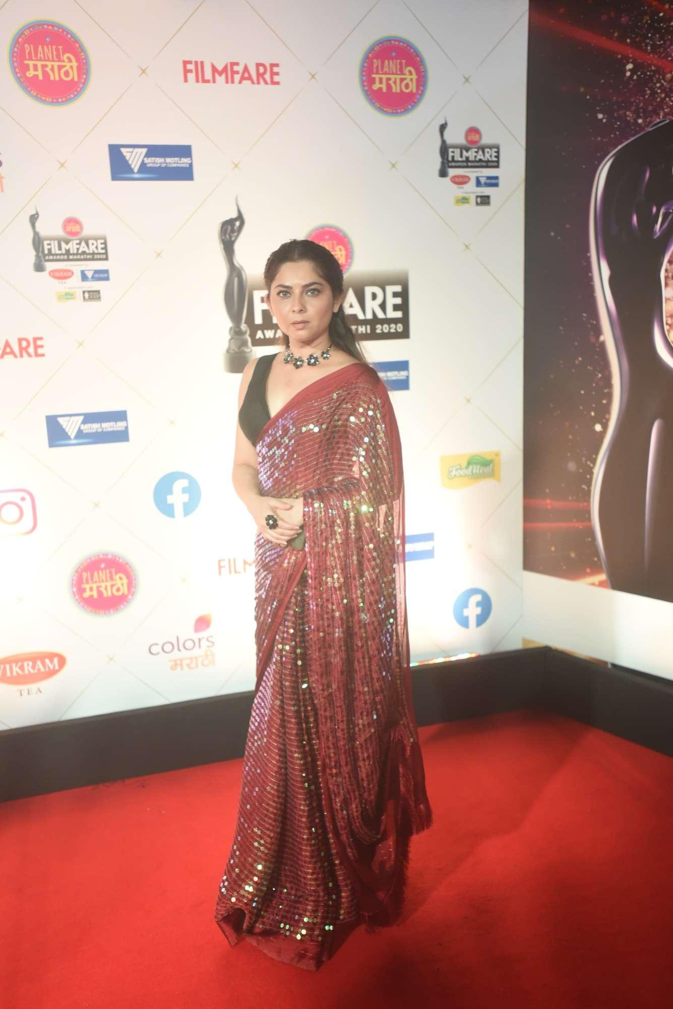Planet Marathi Filmfare Awards 2020: Amruta Khanvilkar, Pooja Sawant, Sonali Kulkarni and others make heads turn at the red carpet | Marathi Movie News - Times of India
