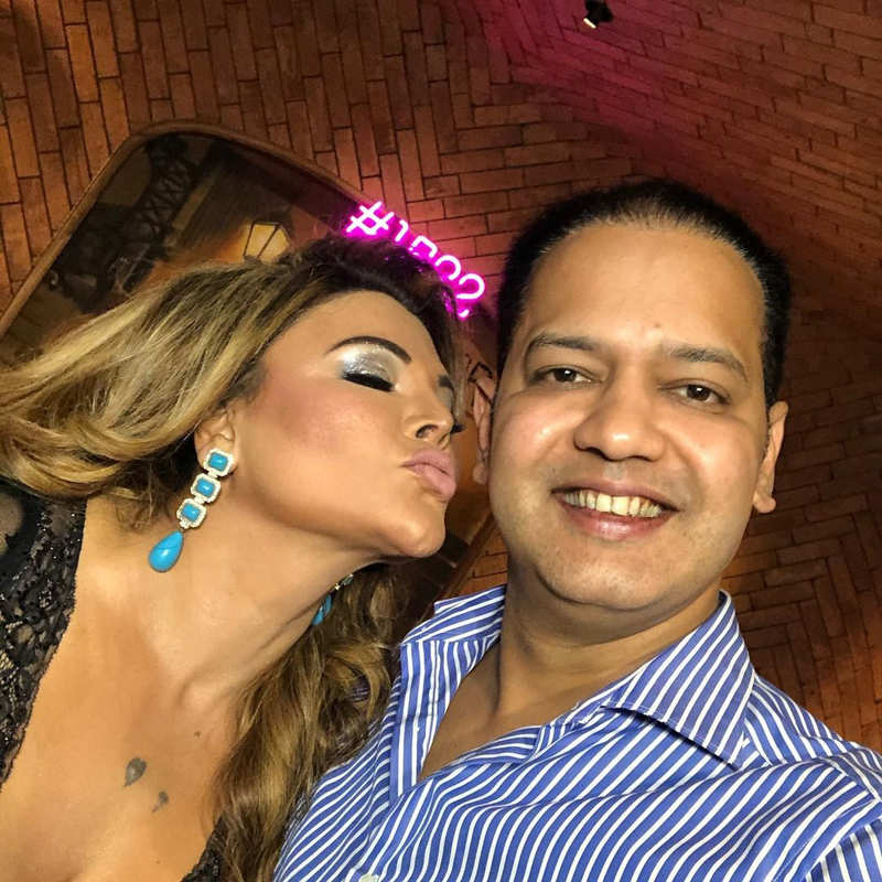 Rakhi Sawant throws a Bigg Boss party for co-contestants Vikas Gupta, Nikki Tamboli, Jaan Kumar Sanu and others