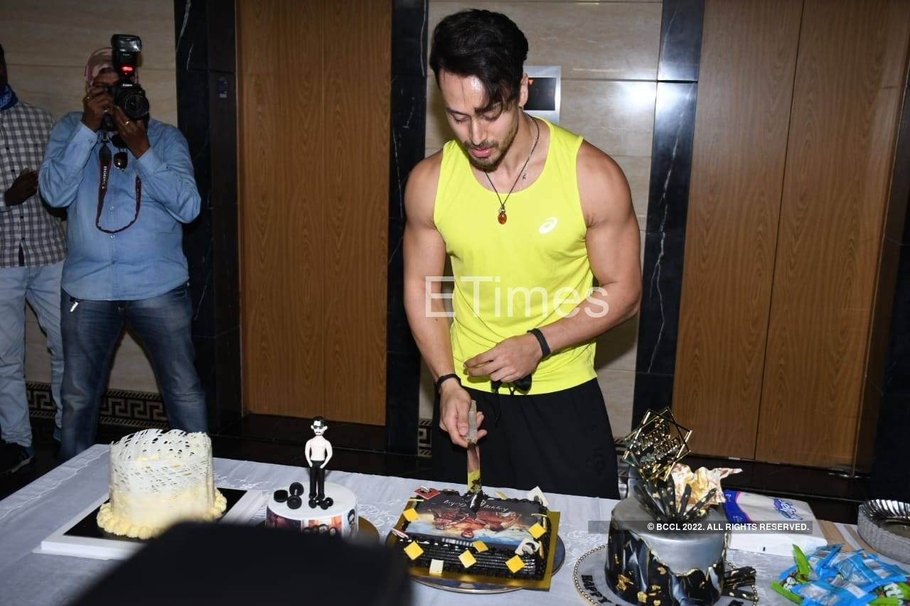 , ETimes Papparazi Diaries: Tiger Shroff celebrates his birthday with media; Hrithik Roshan shoots for an ad in the city – Times of India, Indian & World Live Breaking News Coverage And Updates