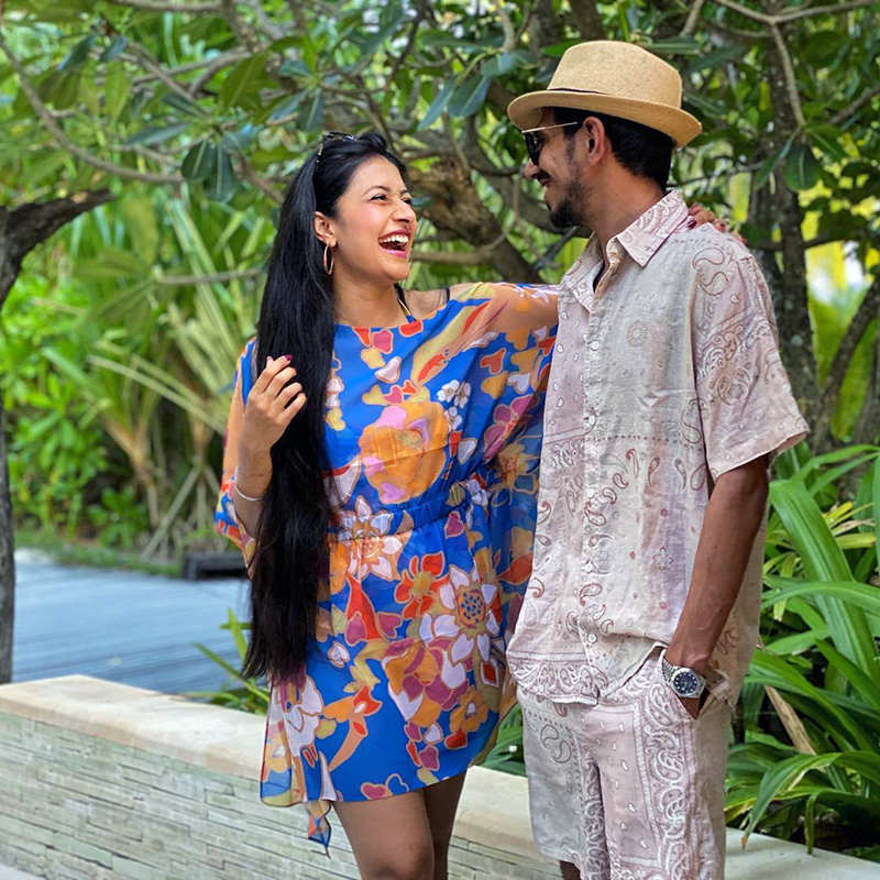 Romantic pictures of Yuzvendra Chahal & Dhanashree Verma from their beach vacation - Times of India