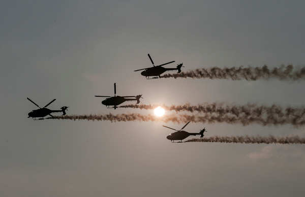 IAF pilots perform death-defying stunts at Colombo air show