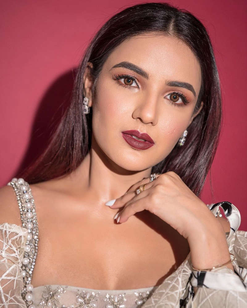 Former Bigg Boss 14 contestant Jasmin Bhasin amps up her style game