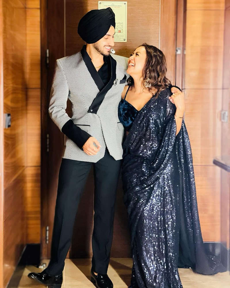 Romantic pictures of Neha Kakkar and Rohanpreet Singh go viral