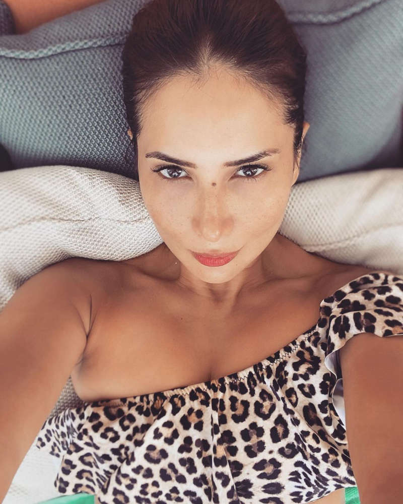 These vacation pictures of Kim Sharma will make you hit the beach!