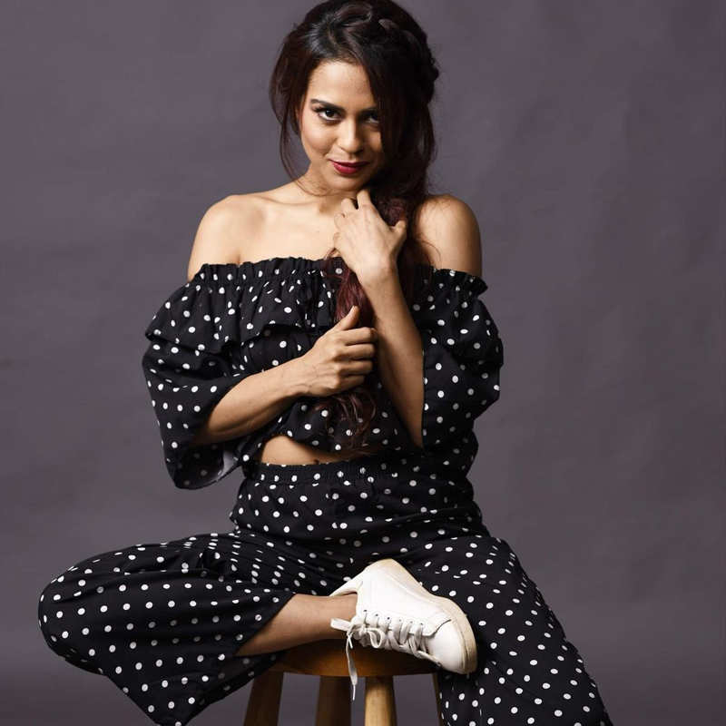 Shah Rukh Khan's reel life daughter Sana Saeed shakes up the internet with her gorgeous pictures!