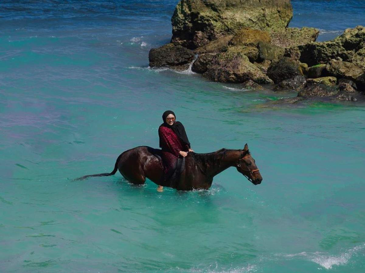 You can enjoy Yoga with horses at this famous Indonesian hotel