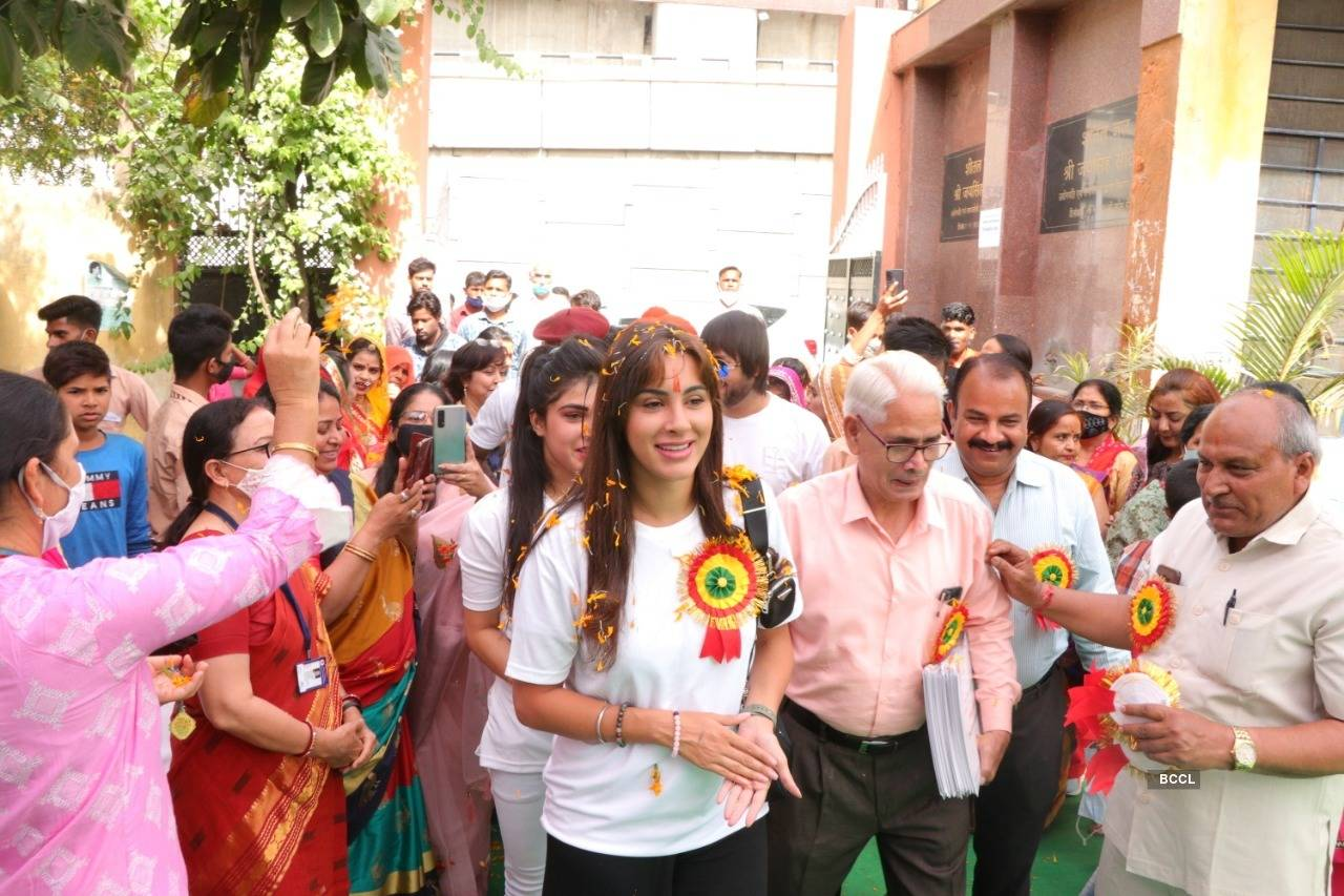 Pictures of how Miss India UK Deana Uppal celebrated Women's Day at DKU Kindness Diaries in Jaipur