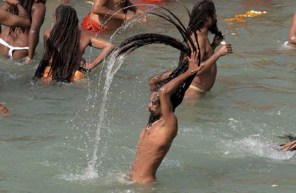 Stunning pictures from first 'Shahi Snan' of Haridwar Kumbh Mela