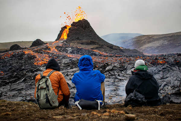 Iceland: Volcano erupts after almost 900 years