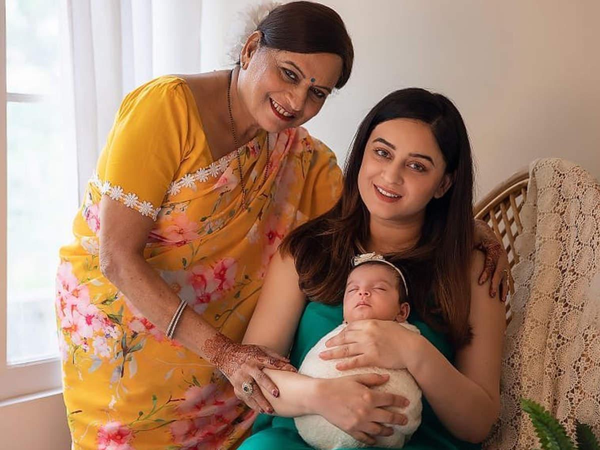 Mahhi Vij mother