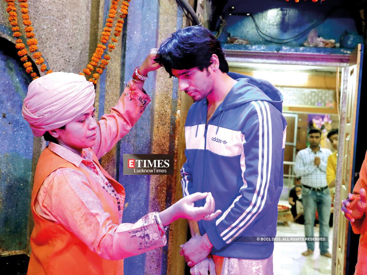 With Mahant Divyagiri who tied the sacred thread on Sidharth's wrist