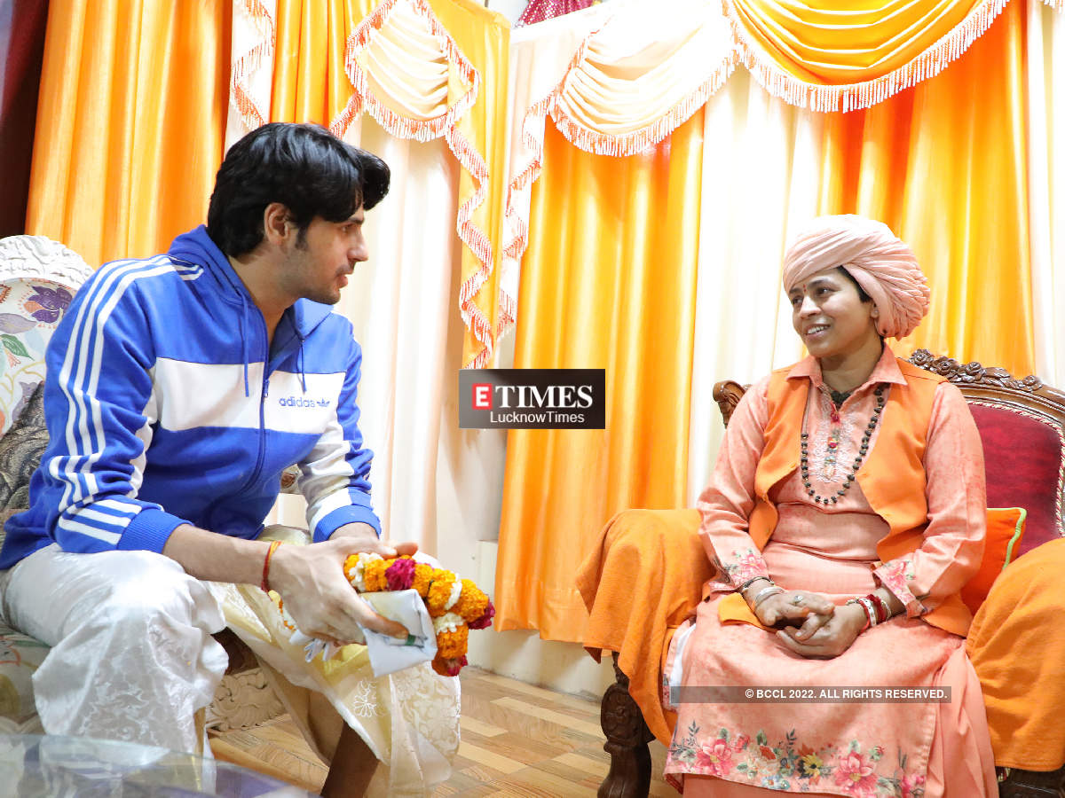 Sidharth With Mahant Divyagiri (BCCL/ Aditya Yadav)