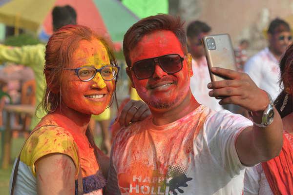 Holi being celebrated amid pandemic