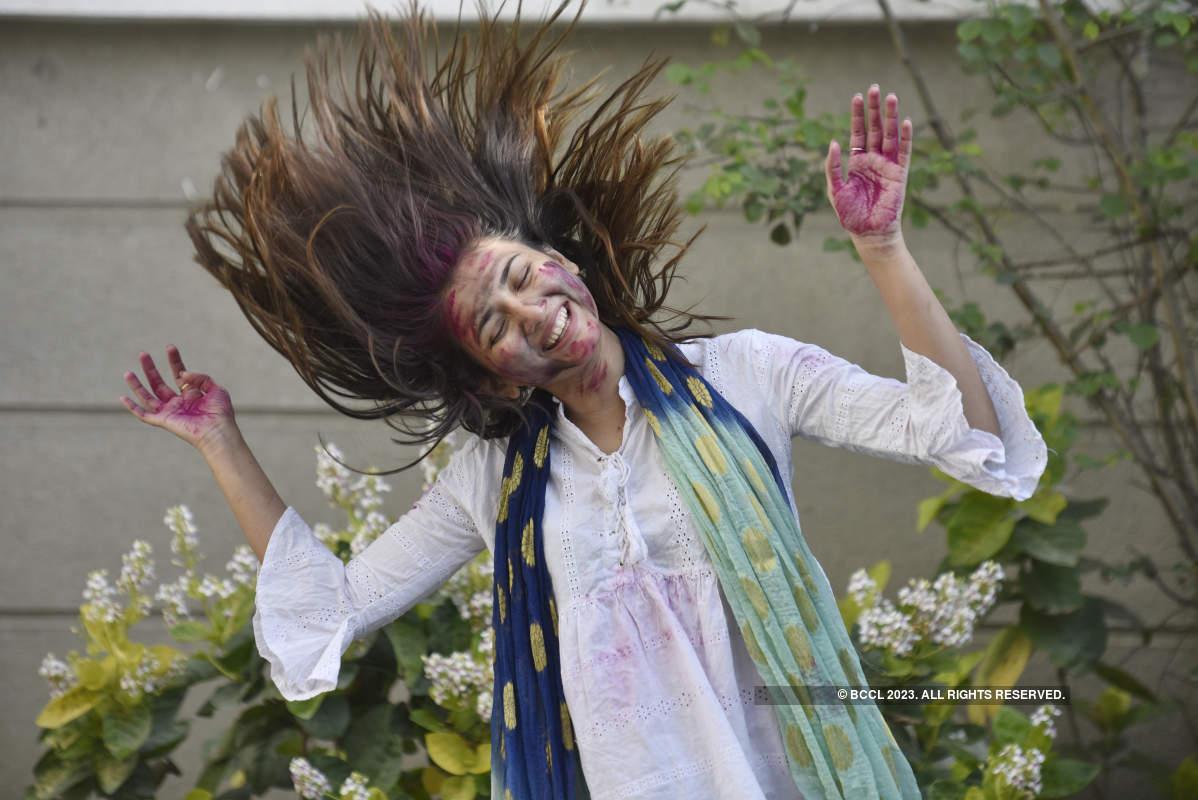 Throwback photos of Marathi actors celebrating Holi in Pune