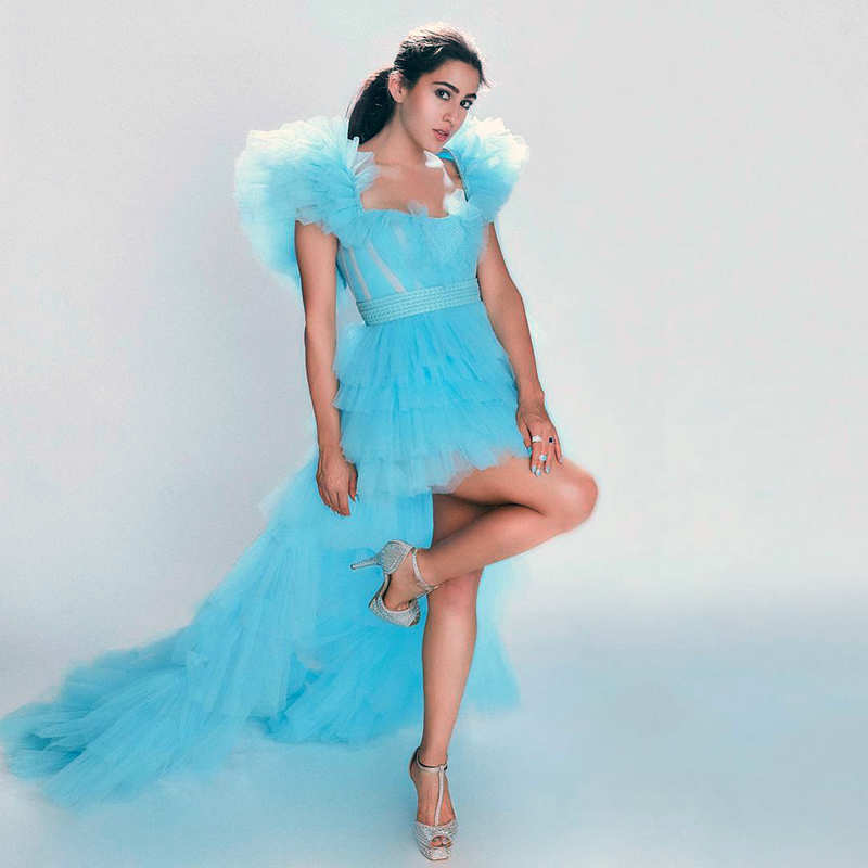 Sara Ali Khan is giving us major Cinderella vibes in these new dreamy pictures