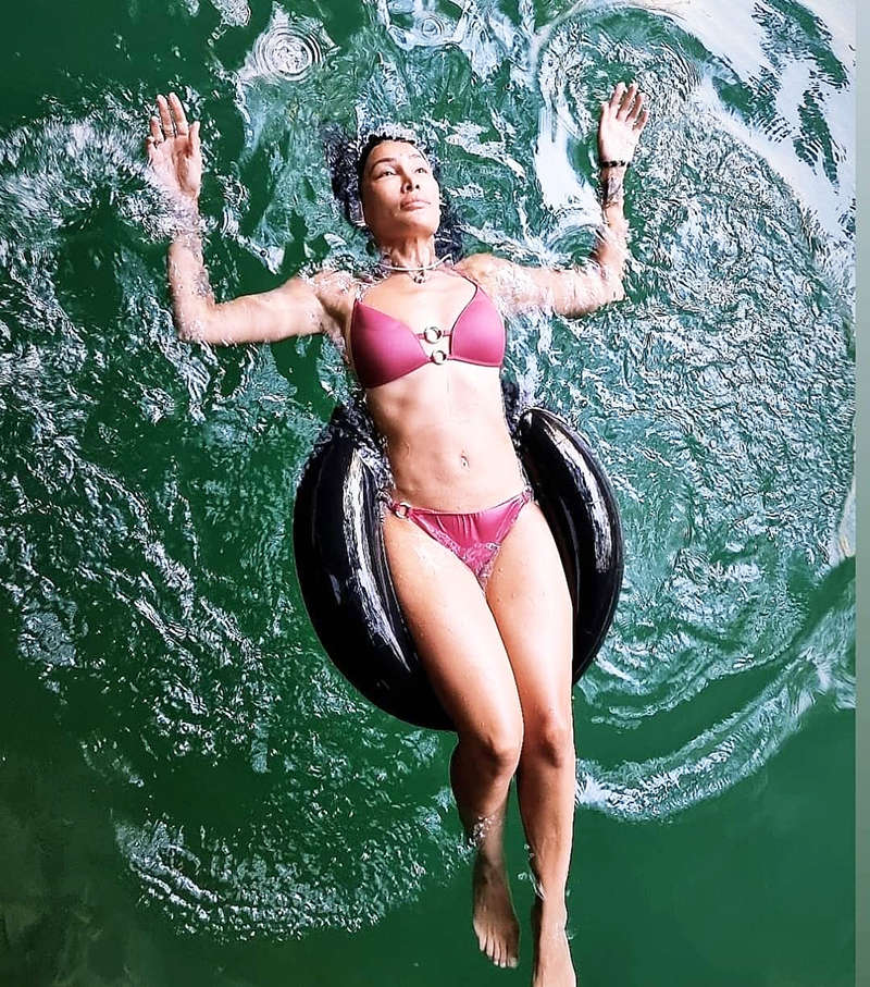 Vacation pictures of Sofia Hayat will make you hit the beach!