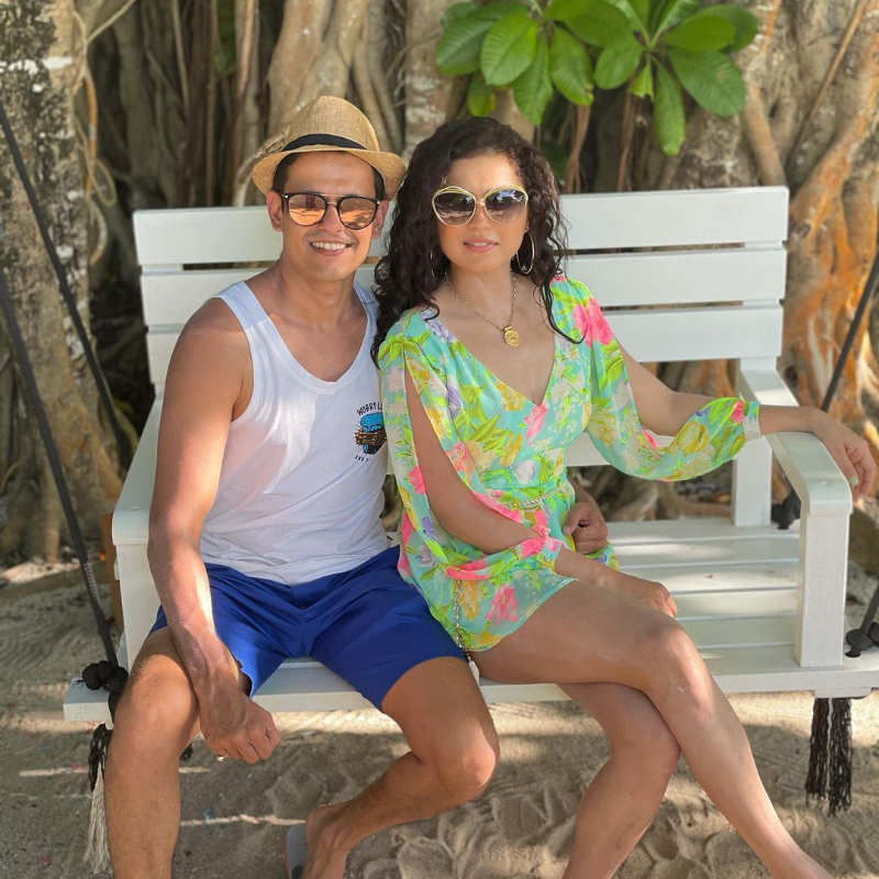 Drashti Dhami's Maldives vacation is all about sun, beach and sand!