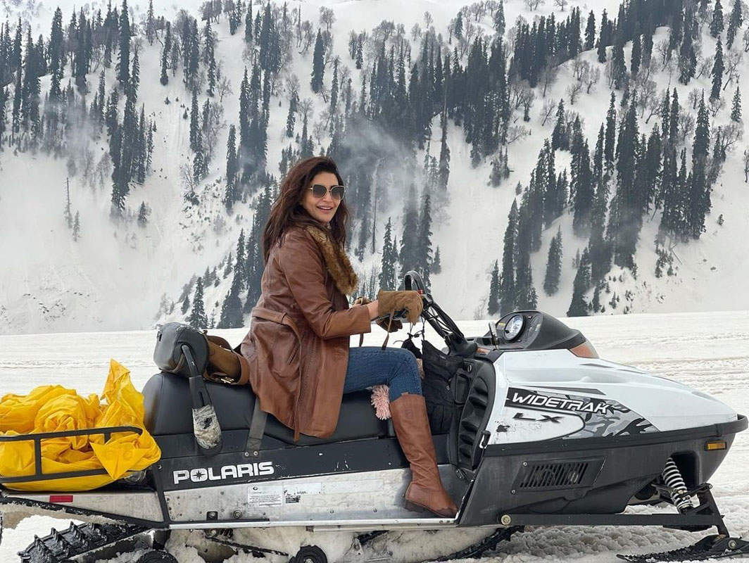 Glamorous pictures of Karishma Tanna from her Kashmir vacation