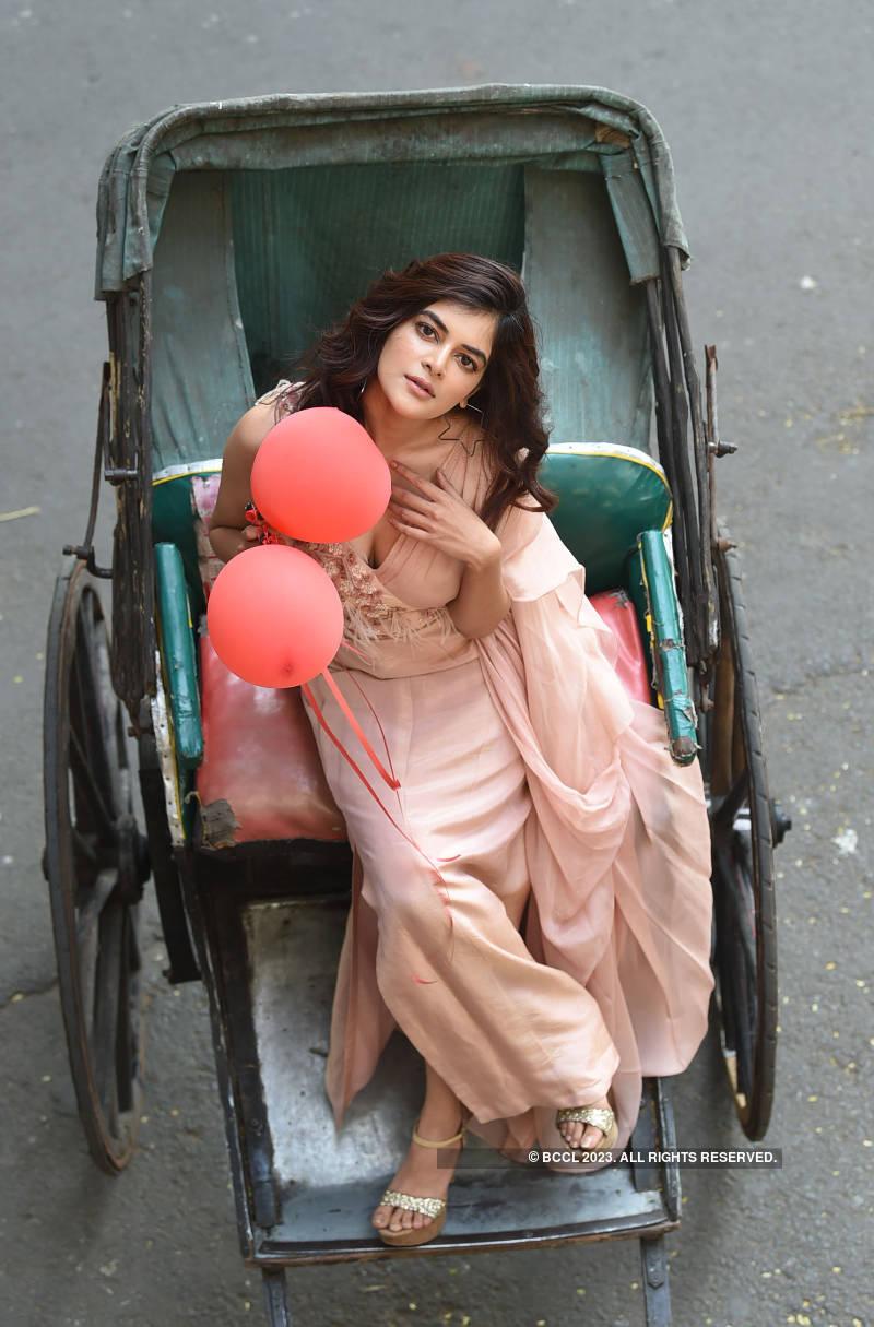 Tollywood actress Madhumita Sarcar's photoshoot