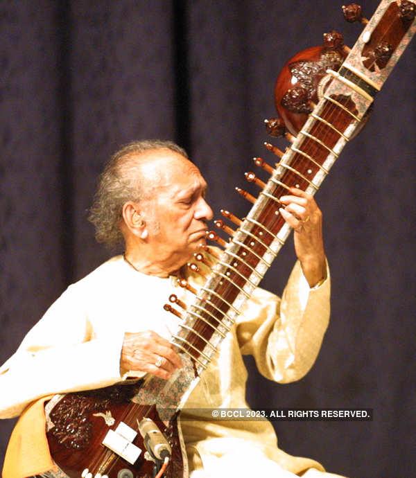 Birth Anniversary: Rare pictures of Sitar maestro Pandit Ravi Shankar