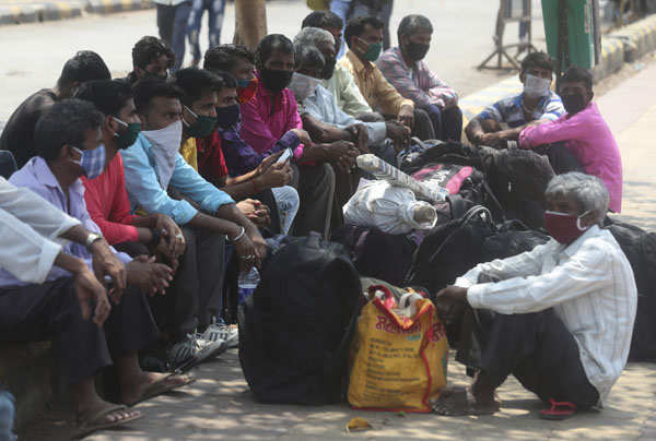 COVID-19 lockdown: Migrant workers leave for native places
