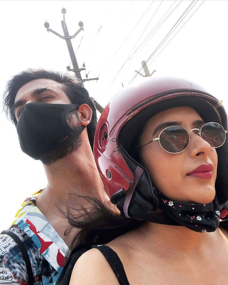 Rajeev Sen and Charu Asopa give us major couple goals as they holiday in Goa