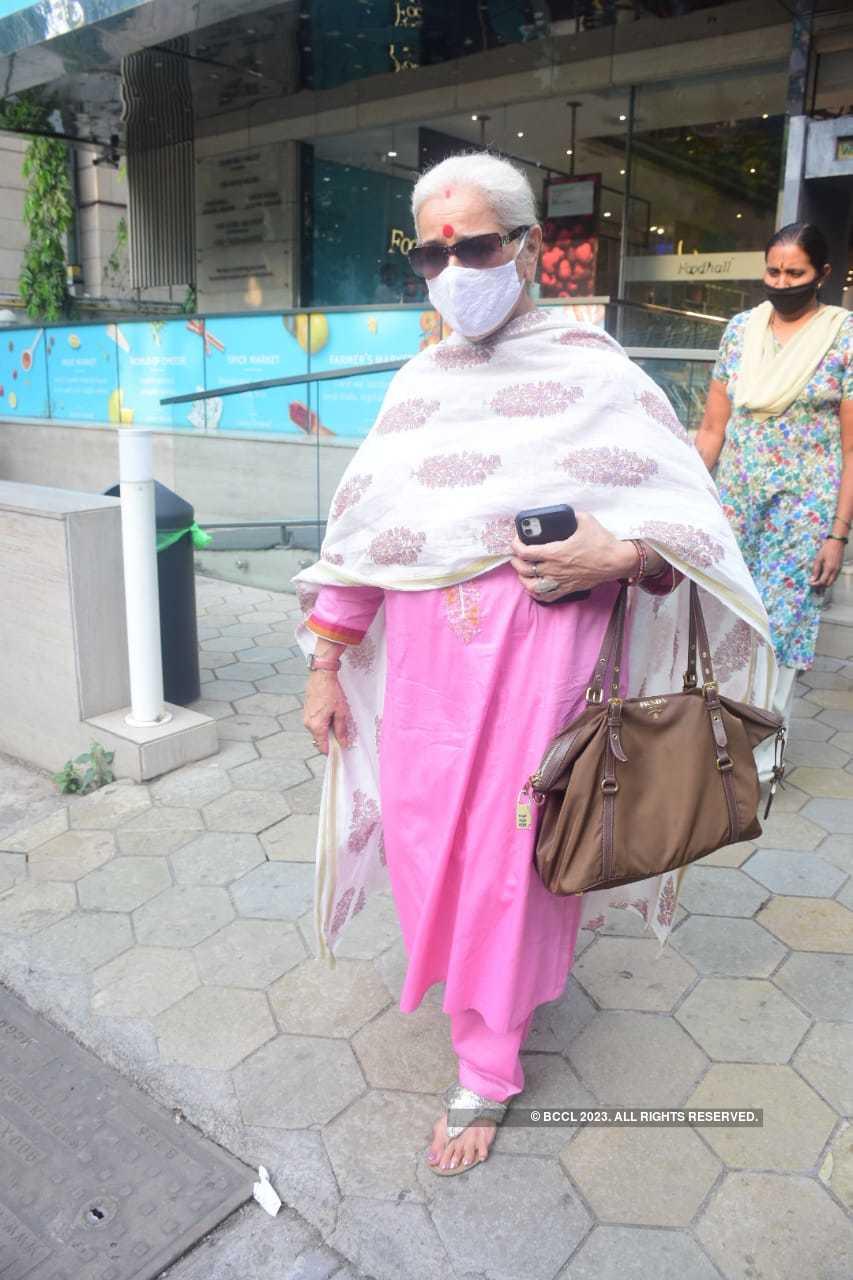 sonakshi mom.