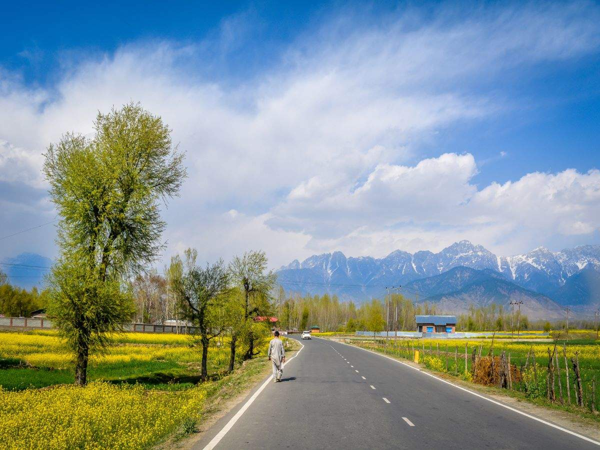 Kashmir: Travellers coming via road to now undergo COVID-19 tests