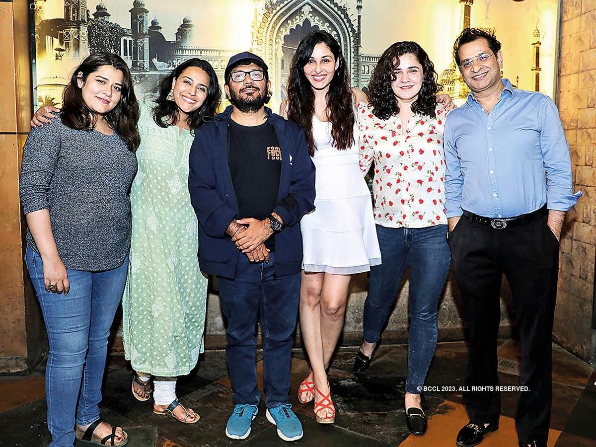(L-R) Shikha Talsania, Swara Bhaskar, Kamal Pandey, Pooja Chopra, Meher Vij and Vinod Bachchan