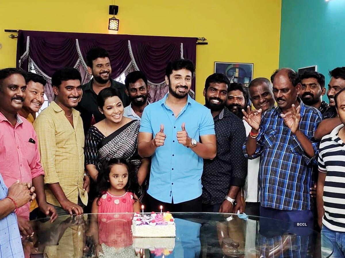Sillunu Oru Kaadhal completes 100 episodes; actors Darshini Gowda, Sameer Ahamathu and VJ Ayub thank fans