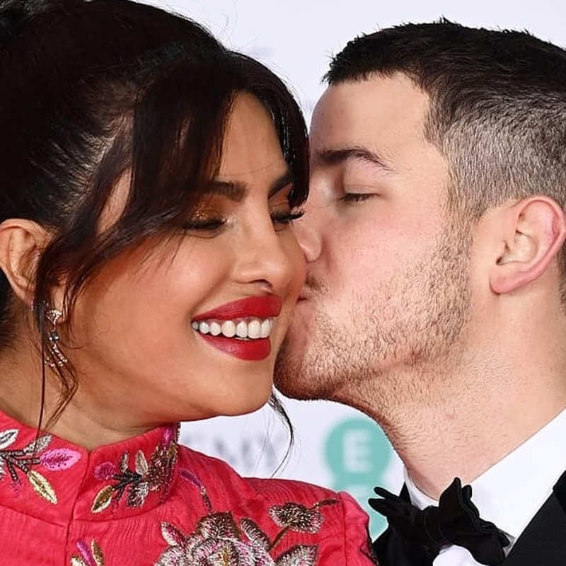 Priyanka Chopra and Nick Jonas just can't take their eyes off in these new romantic pictures