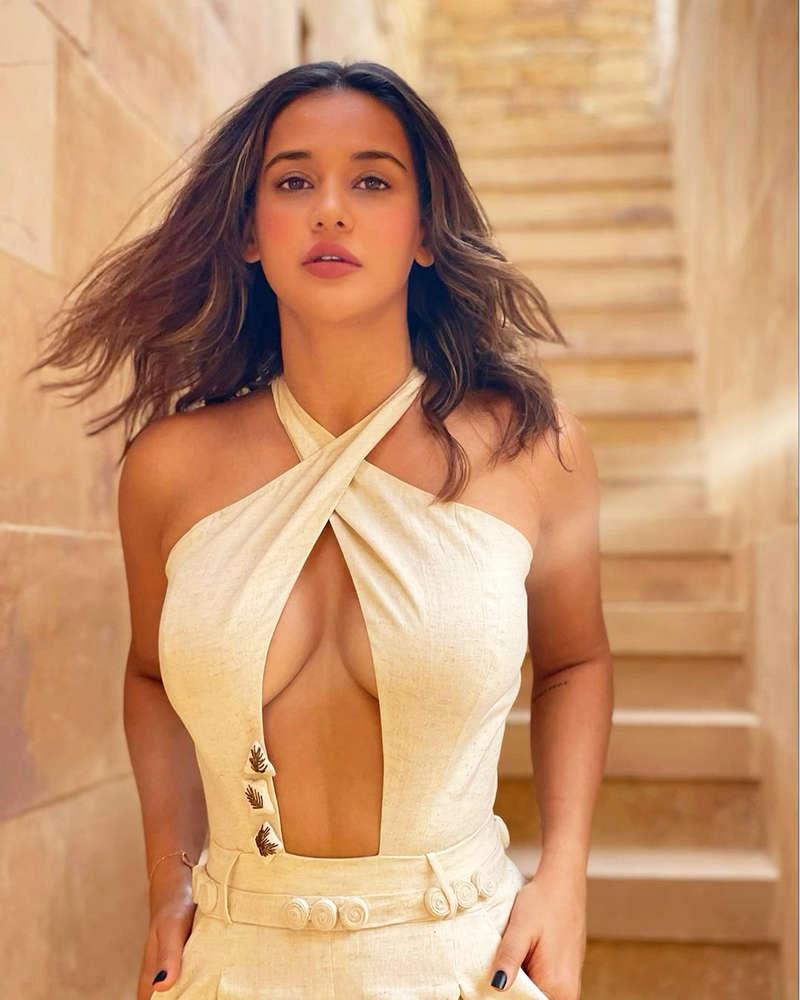 Aisha Sharma is making heads turn with her glamorous photoshoots