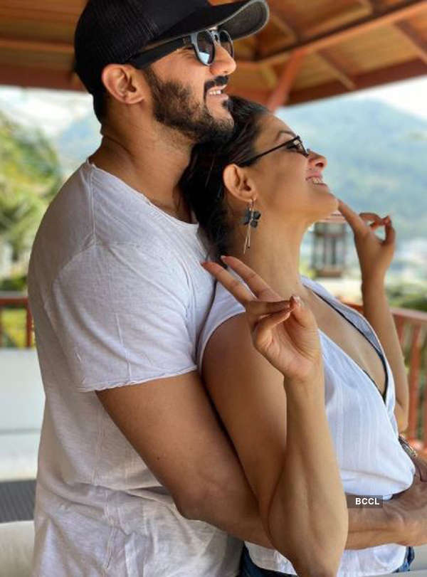 Intimate pictures of Anita Hassanandani and her husband Rohit Reddy go viral