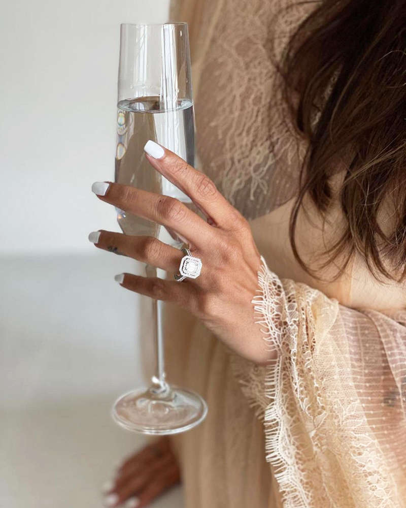 These pictures of Malaika Arora flaunting her ring spark engagement rumours