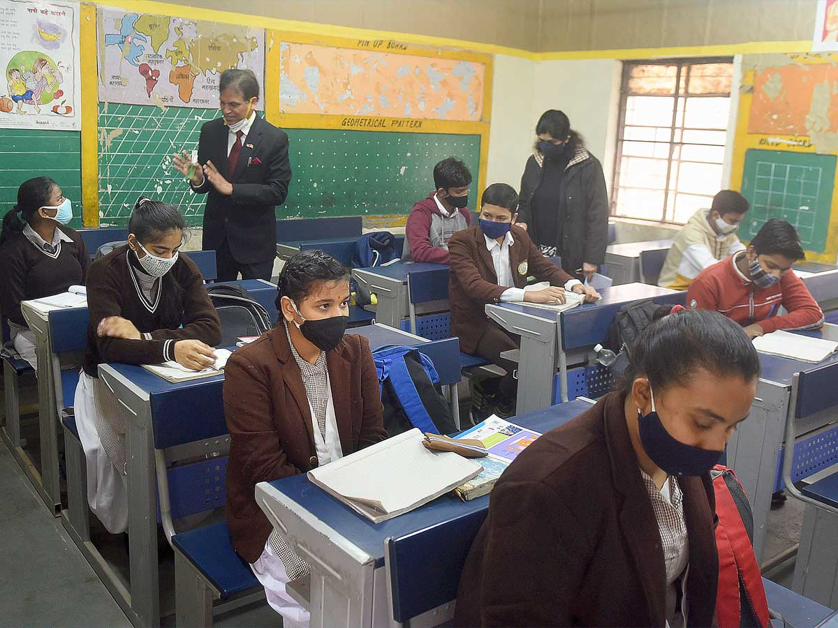 Government directs Delhi schools to not to reopen classes in physical mode