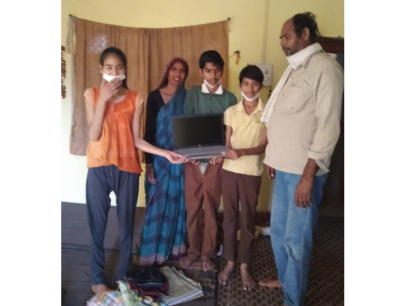 Blind-kids-with-laptop