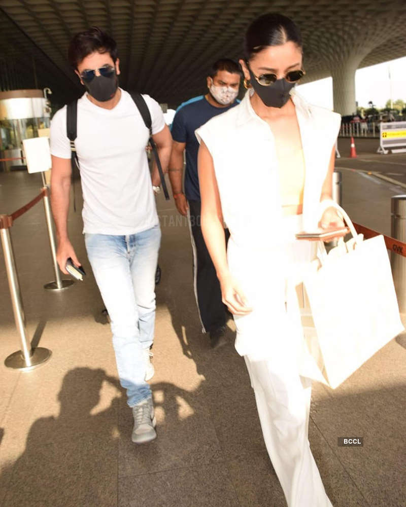 Post recovering from COVID-19, Alia Bhatt and Ranbir Kapoor jet off for Maldives vacation