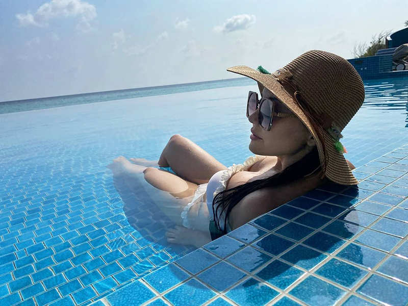 Minissha Lamba is enjoying the blue waters on the beaches of Maldives