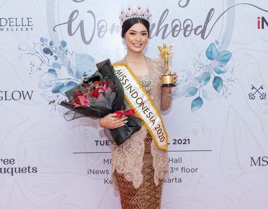 Beauty queen Carla Yules receives Indonesia's Beautiful Women Award 2021