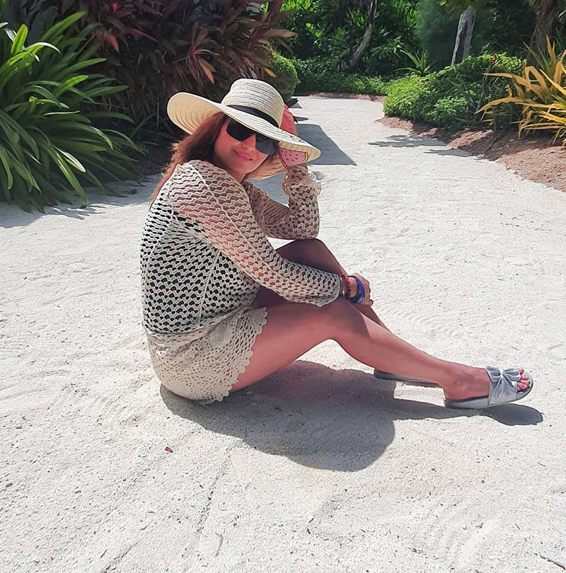 Bigg Boss 13 star Arrti Singh is enjoying her beach vacation in a glamorous way