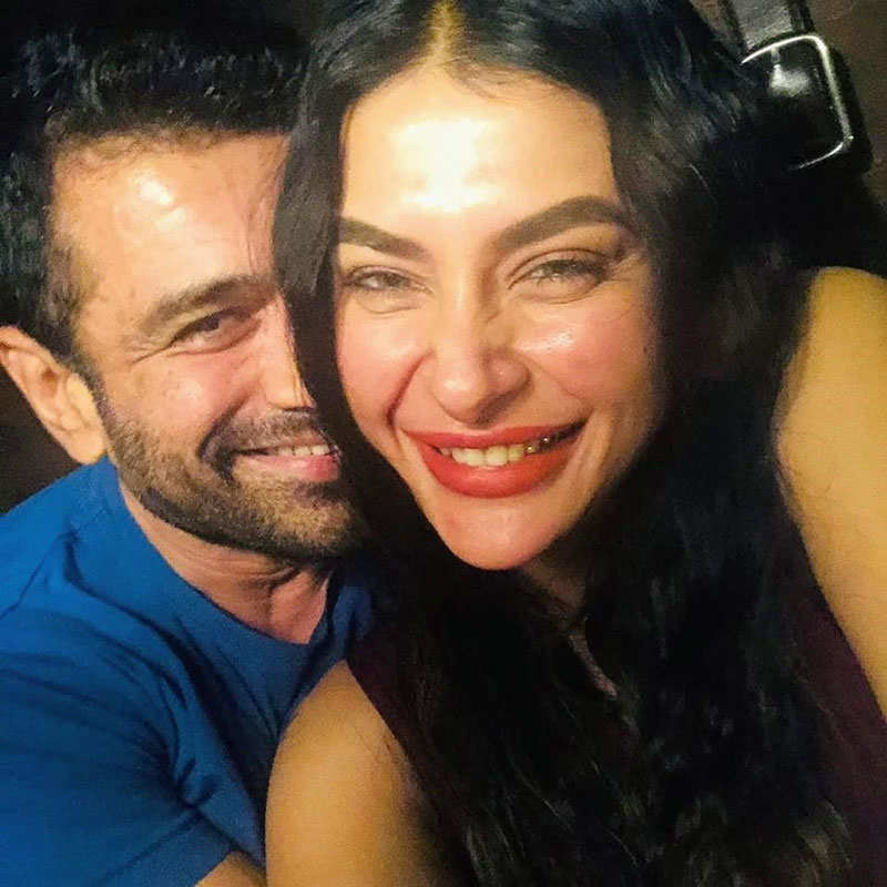 Romantic pictures of Pavitra Punia and Eijaz Khan go viral