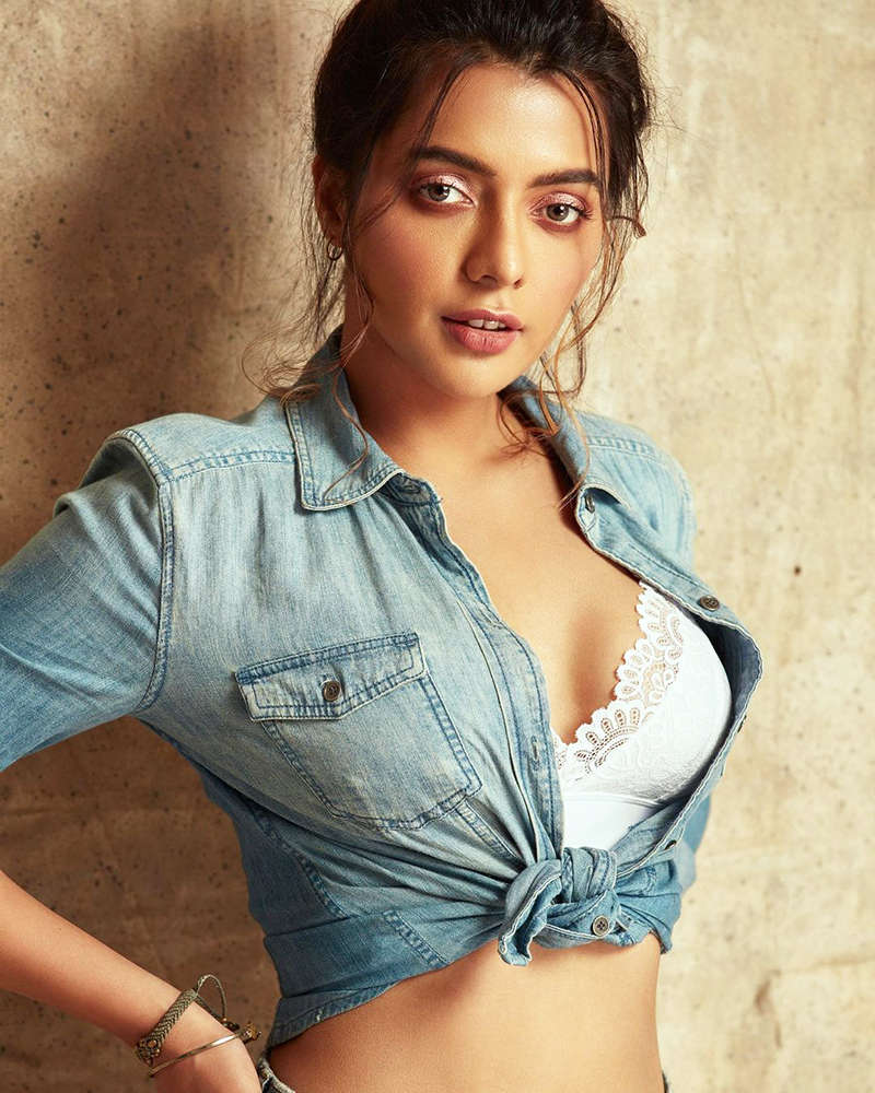 These captivating photoshoots of Ruhi Singh you surely can't give a miss!