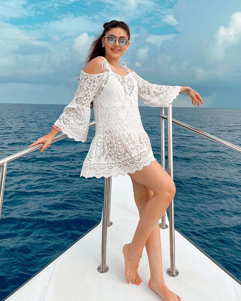 'Kaanta Laga' fame Shefali Jariwala is giving major beach vibes with her dreamy vacation pictures