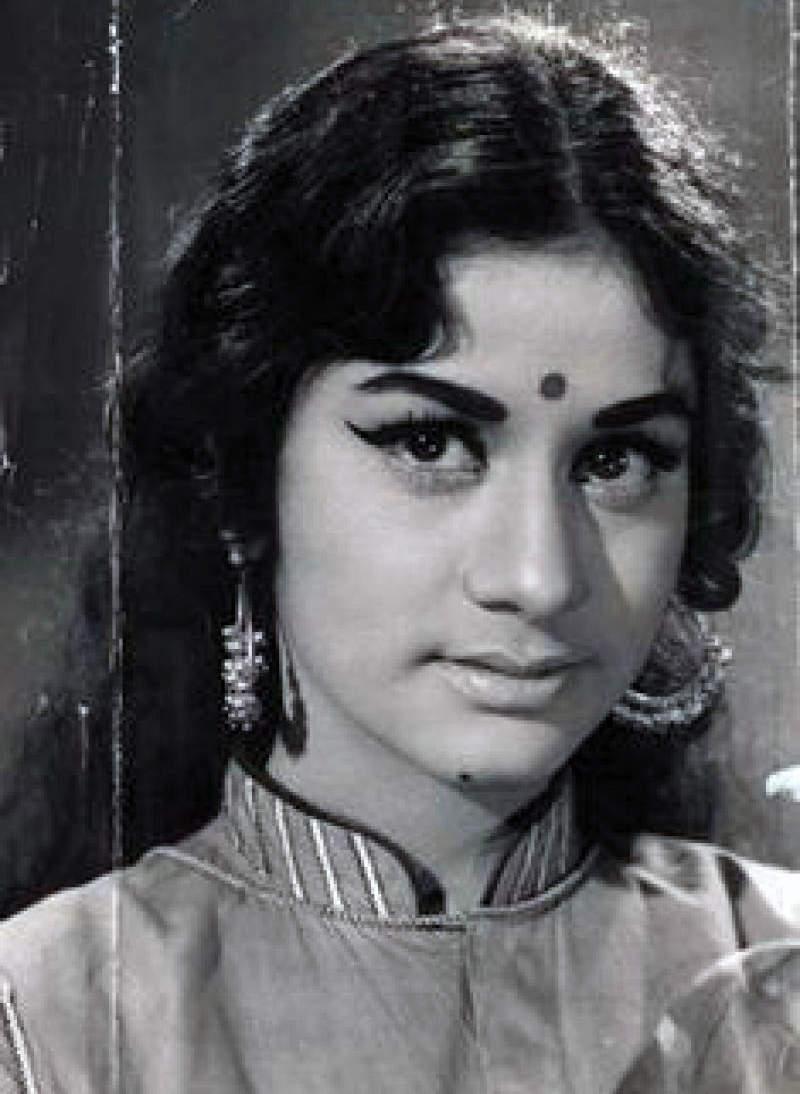 #GoldenFrames: Pictorial biography of Aruna Irani