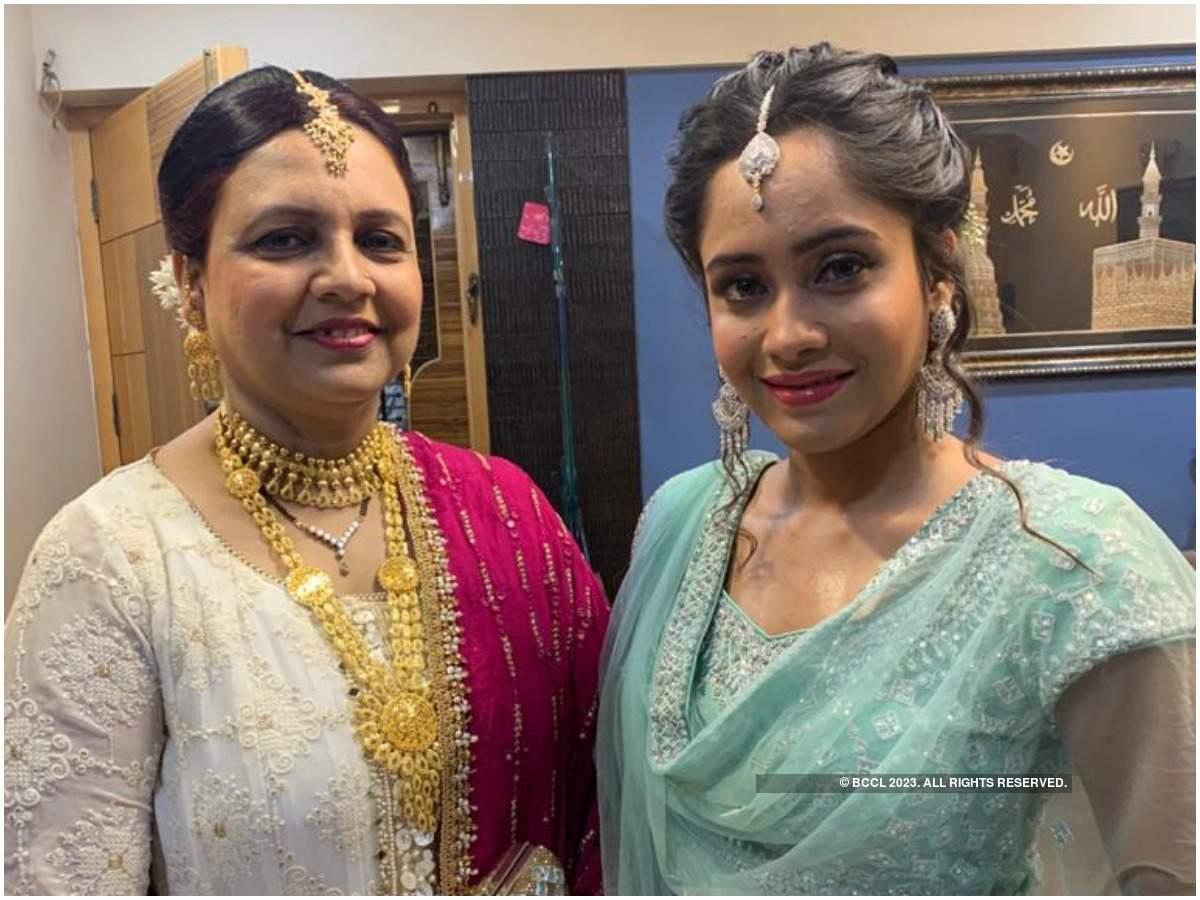 Aasiya with her mother